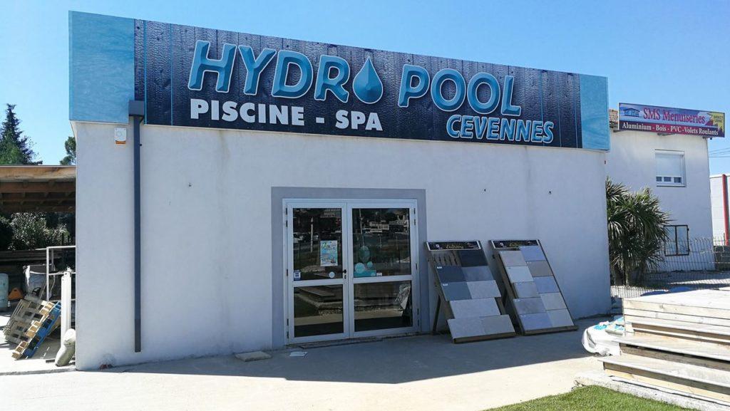 façade magasin piscines